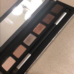 Mac eye shadow pallet